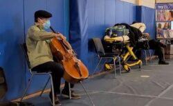 ヨーヨー・マが米のワクチン接種会場で演奏、美しい音色で多くの人を魅了