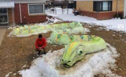 米の家族が作った長さ23mの巨大な雪のヘビが大迫力