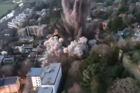 英で大戦中の高性能爆弾を発見、爆破処理する映像が凄まじい