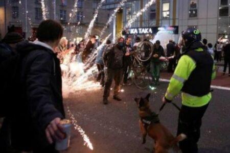デモを規制する法案に反対し、英南西部で一部が暴徒化、警官が負傷