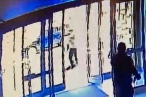 NYでアジア系の男女が襲撃される事件、残酷すぎる2つの動画【閲覧注意】