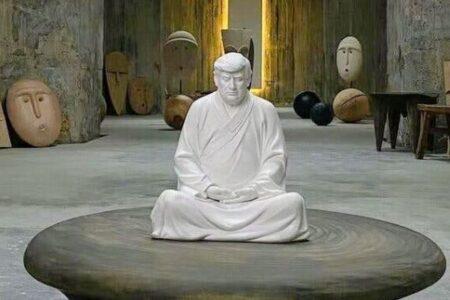 座禅をして瞑想するトランプ氏の像、中国の男性が作り話題に
