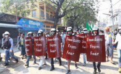 ミャンマーの警察官がインド側へ逃亡、軍事政権が引き渡すよう要求