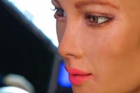 ヒト型ロボット「ソフィア」の描いた絵がNFTとして出品され、7500万円で落札