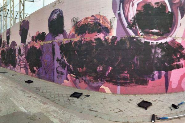 【国際女性デー】スペインの壁に描かれた女性の肖像画が黒く塗りつぶされる