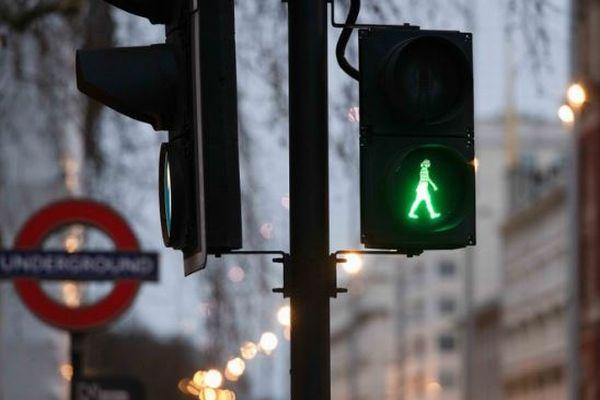 【国際女性デー】ロンドンの青信号が女性の姿に変身、デザインも多様に