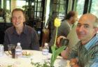 ジェフ・ベゾスとイーロン・マスクが会食する17年前の写真がネットに浮上、マスク氏ツイッターで反応