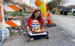 自宅前の道路工事が一向に進まず、一周年をケーキで皮肉った女性に市が緊急対応