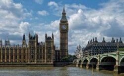 変異株が蔓延したイギリスのこれまでの状況、最新の新規感染者や死者数は?