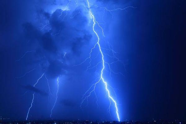 落雷が地球の生命誕生に大きな役割を果たした可能性:英リーズ大学