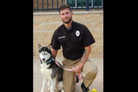 保護犬の里親を募集する投稿、飼育員がイケメンという理由でバズってしまう