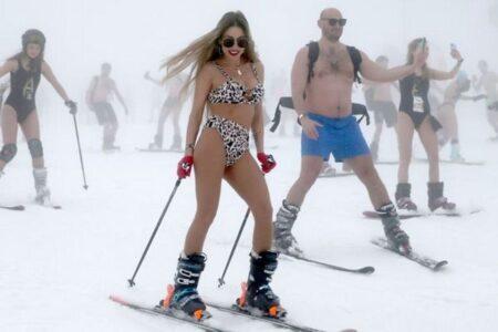 参加者が水着でスキー!ロシアのリゾート地でのイベントが凄い