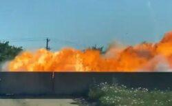 米のハイウェイで車が爆発、巨大な炎が上がる動画がショッキング