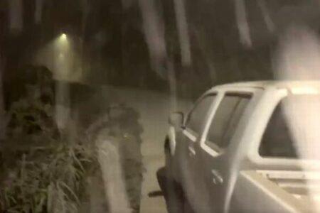 カリブ海のセント・ビンセント島で火山が噴火、大量の灰が雪のように降り注ぐ