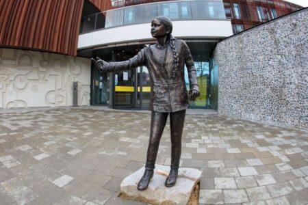 英大学がグレタさんの銅像を建立、学生らが反発、その理由とは?