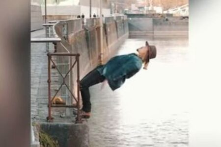 体を傾けても決して川に落ちない!重力に逆らう動画が面白い!
