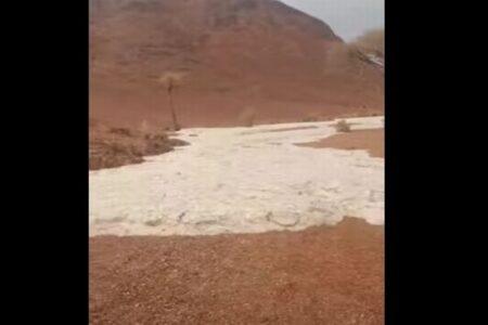 サウジアラビアで不思議な現象、大量の雹が川のように流れてきた!