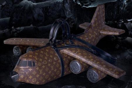 どこまで本気!? ルイヴィトンの飛行機型バッグ、約400万円なり
