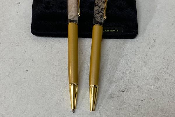 日本で売られている生きた寄生虫入りボールペンが、海外でも話題に