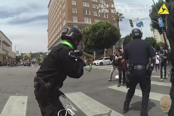 抗議デモ中警察のゴム弾が睾丸に命中した男性、今後の参加者を守るため提訴