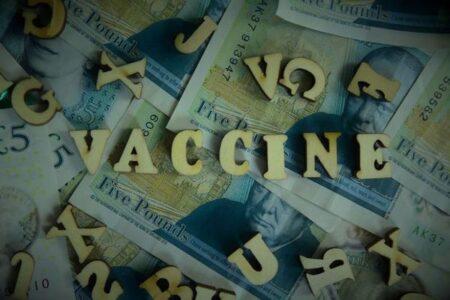 新型コロナの偽ワクチンが複数の国で出回る、SNSにおいて最大27万円で売買