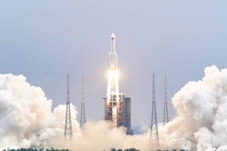 中国のロケットが制御不能、大気圏突入後、破片が地球のどこに落ちるか不明