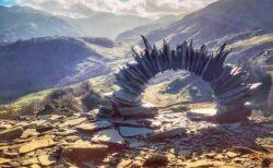 イギリスの山で石を積みあげた謎のアートを発見、未だに作者は分からず