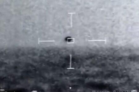 米海軍の艦艇から撮影された未確認飛行物体、新たな映像を公開
