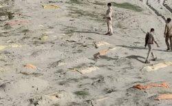 インドのガンジス川に流れ着いた遺体、ついに2000体に達したか