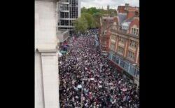 ロンドンで反イスラエルの大規模デモ、大使館前を数千人が行進
