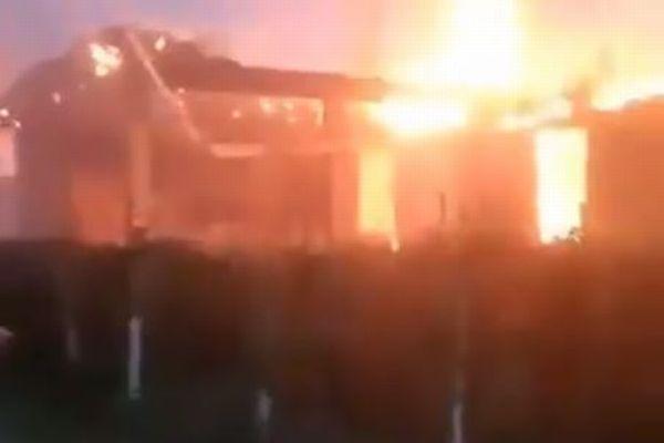 キルギスとタジキスタンの国境で紛争が勃発、戦闘で31人が死亡【動画】