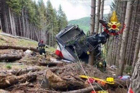 イタリアの山でロープウェーが落下、ゴンドラに乗っていた14名が死亡