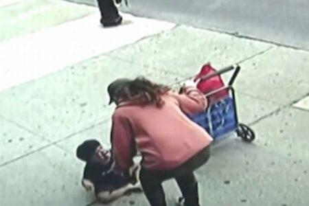 ニューヨークの歩道でうずくまっている幼児を発見、実は5階から落下していた!