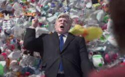 英首相官邸がプラスチックだらけに!自然保護団体の動画が強烈