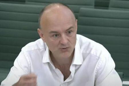 新型コロナ対応を巡り英首相に責任論が浮上、元側近が痛烈批判