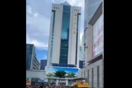 中国の高層ビルで謎の揺れ、人々が避難、街が一時パニックに【複数動画】
