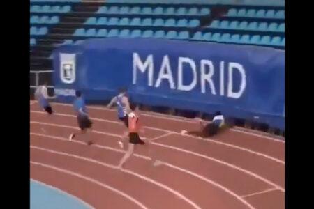 短距離走選手、ゴール後に転んで観客席と競技場の狭間に消える