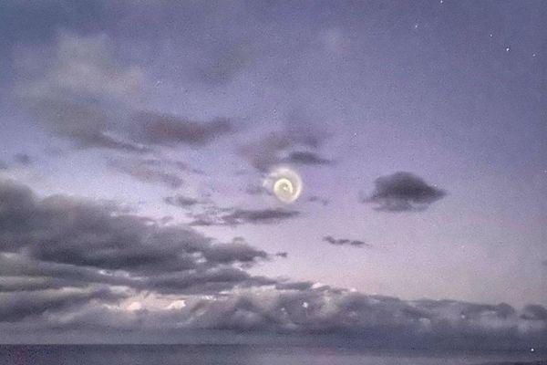 南太平洋の夜空に奇妙な渦が出現、島々の住民も困惑
