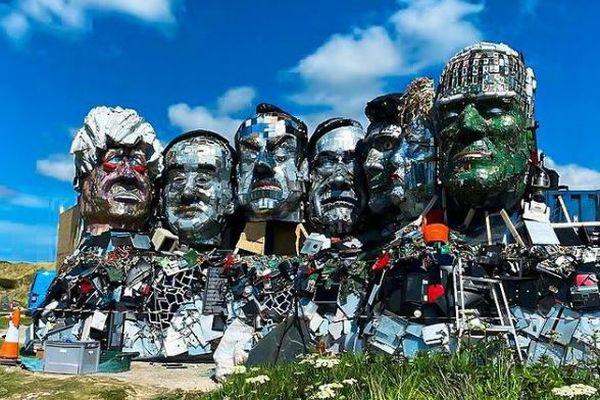 【G7サミット】廃棄された電子機器で作られた各国首脳の像が登場