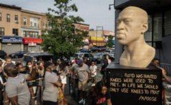 ジョージ・フロイドさんの像に黒いスプレー、白人至上主義者の犯行か
