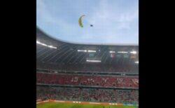 サッカー欧州選手権にパラグライダーが出現、「グリーンピース」による抗議活動