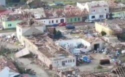 チェコ共和国で大型の竜巻が発生、村は壊滅的被害に【動画】