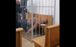 ベラルーシで反体制派の活動家が裁判中に自殺未遂、自らの喉を刺す