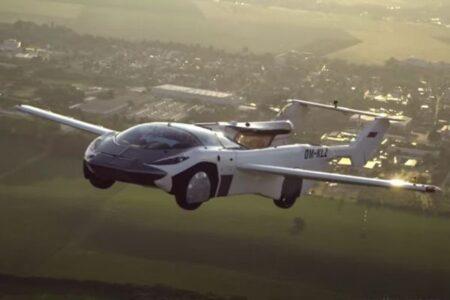 スロバキアの「空飛ぶ車」が空港間の飛行に成功、実用化に近づく