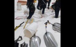 砂糖の貯蔵タンクに落ちた男性、蟻地獄のように沈み救出困難