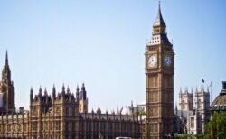 英で新型コロナの1日の感染者が3万2000人以上、死者も少しずつ増加