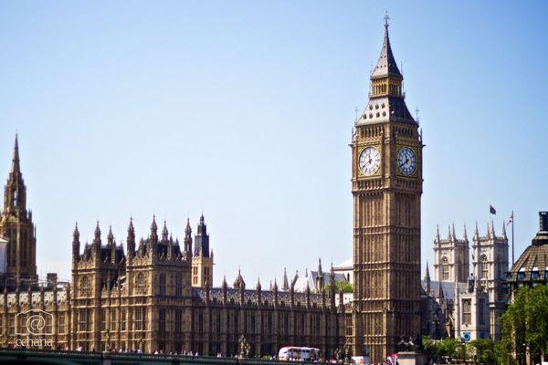 イギリスで1日の新規感染者が2万人以上、しかし死者数は低く推移
