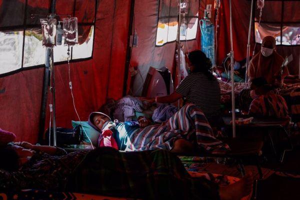 インドネシアが医療崩壊寸前、デルタ株で感染者が急増、人々が酸素を求める