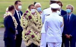 ポリネシアを訪問中のマクロン大統領、花だらけになる写真もネットに登場