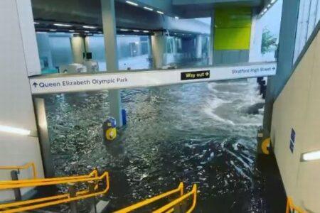 ロンドンで豪雨、駅や通りも浸水、家でもトイレから水が溢れ出す